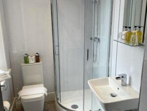 Pannet - Shower - www.arundelhousehotel.co.uk